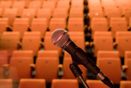 Theaterzaal_microfoon