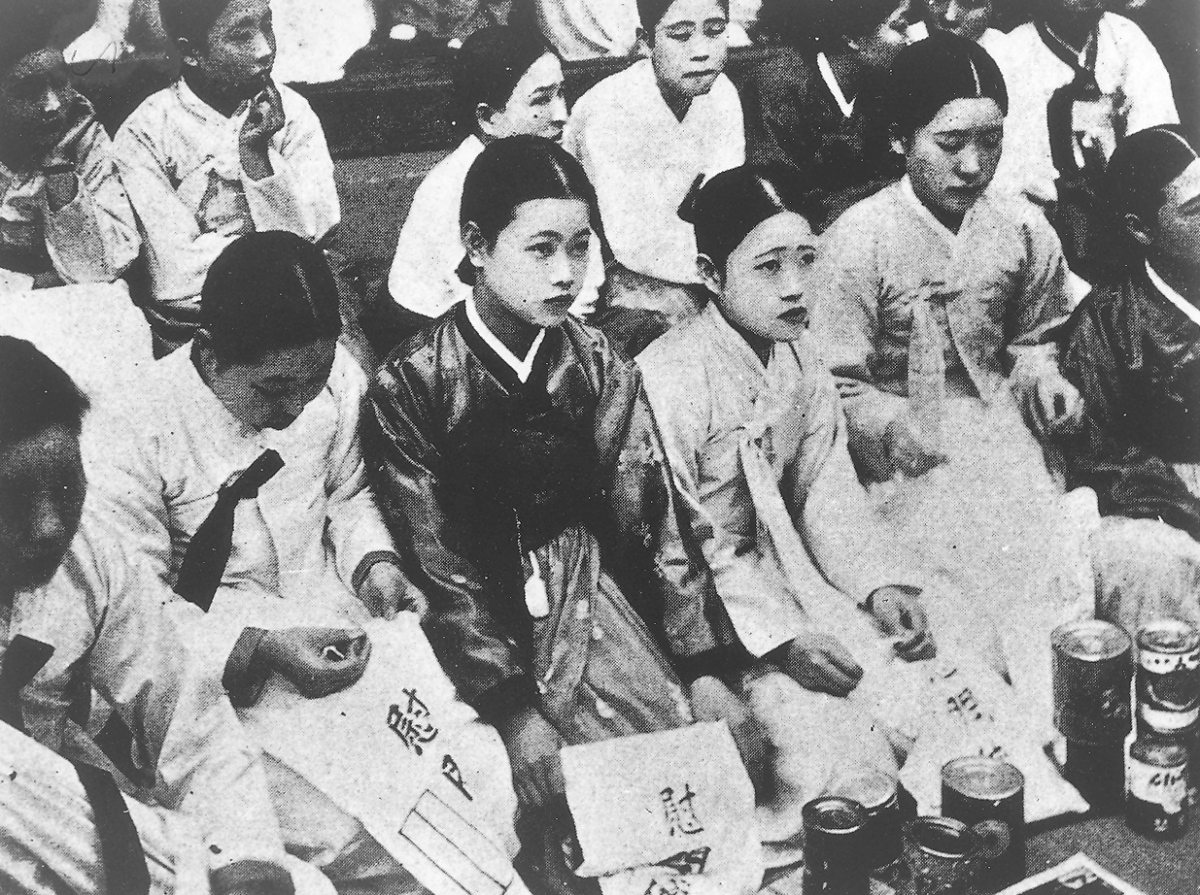 Japanese Prime Minister Shinzō Abe: Acknowledge the History of Comfort Women